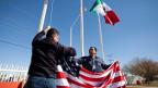 Mit der Umsetzung des Nordamerikanischen Freihandelsabkommen Nafta vor zwanzig Jahren, haben viele nordamerikanische und internationale Unternehmen ihre Produktion nach Mexiko verlagert, zu niedrigeren Kosten und Löhnen.