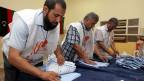 Bild von der Auszählung der Stimmzettel nach den Wahlen des Übergangsparlaments in Tripolis, Libyen, am 7. Juli 2012.