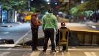 Auf vielen Zufahrtsstrassen in die Innenstadt der venezolanischen Hauptstadt Caracas gab es am Montagmorgen Barrikaden.