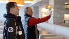 Der russische Premier Medwedew und Präsident Putin auf Inspektion in einem extra für den G8-Gipfel 2014 gebauten Hotel in der Nähre von Sotschi.
