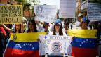 RegierungsgegnerInnen protestieren in Venezuelas Hauptstadt Caracas gegen Präsident Nicolas Maduro.