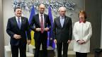 Die Europäische Union steht hinter der Ukraine. Dieses Signal soll vom heutigen Krisengipfel in Brüssel ausgehen. José Manuel Barroso, Arsenij Jazenjuk, Herman van Rompuy und Catherine Ashton in Brüssel.