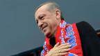 Die Telefonmitschnitte im Internet zeigen Premier Erdogan als gierigen, machtbesessenen Politiker.