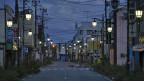 Strassenbeleuchtung in der leeren Stadt Namie, nahe Fukushima. Die 20'000 EinwohnerInnen wurden evakuiert.