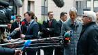 Der österreichische Aussenminister Stefan Kurz und der deutsche Aussenminister Frank-Walter Steinmeier vor dem Ratsgebäude in Brüssel.