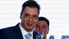 Aleksandar Vucic feiert am Sonntagabend in Belgrad den Wahlsieg seiner Partei.