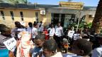 Demonstration für einen verhafteten Journalisten von Radio Dabanga vor dem Presserat in Khartum.