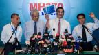 Malaysischer Verteidigungsminister und andere Amtsträger informieren über den vermissten Flug