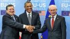 US-Präsident Barack Obama zwischen EU-Kommissionspräsident José Manuel Barroso und EU-Ratspräsident Herman van Rompuy in Brüssel.