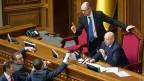 Keine leichte Zeit für Übergangspremier Jazenjuk und Präsident Turtschinow.