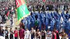 «Die Afghanen brauchen einen guten Präsidenten, keinen charismatischen», sagt der afghanische Präsidentschaftskandidat Zalmai Rassoul. Er trat in einem Fussballstadion in der Provinz Khost auf, wo ihn ein paar tausend Männer und knapp zweihundert Frauen in Burkas erwarteten.