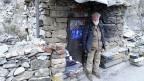 Am Eingang zum Panjir-Tal sitzt der alte Gulbuddin Khaksen und beobachtet die Autos. «Ahmad Shah Massud hat mir vor Jahrzehnten befohlen, über das Tal zu wachen. Das tue ich noch immer. Wir haben die Russen besiegt, die Taliban – und jetzt ist alles friedlich hier».
