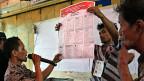Wahlhelfer in Jakarta.