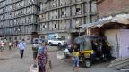Eine Strasse im Ambedkar Nagar Slum im Süden von Mumbai.