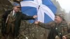 Der schottische Premier Salmond wirbt mit Schirm für die Unabhängigkeit.