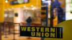 Western Union verdient viel Geld mit Finanztransfers nach Afrika.