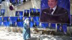 Der alte Präsident Abdelaziz Bouteflika tritt kaum mehr öffentlich in Erscheinung, ist aber an zahlreichen Hauswänden zu sehen. Er wird höchstwahrscheinlich auch der neue Präsident sein.