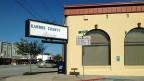 Karnes City im US-Bundesstaat Texas. Einstöckige Bauten säumen die kurze Hauptstrasse, ein Feuerwehrposten, ein Laden, eine Bank. Die 3000-Seelengemeinde war bis vor kurzem ziemlich arm. Inzwischen gibt es rund 300 Millionäre.