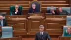 Nach  langem Tauziehen sagt das Kosovo-Parlament Ja zu einem Sondertribunal für Kriegsverbrechen der kosovo-albanischen UCK. Bild: Kosovos Premier Thaci am 23. April im Parlament.
