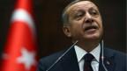 Der türkische Ministerpräsident Erdogan (Bild) neige immer mehr zu Autokratie und schränke Freiheiten ein, meint der Chefredaktor von «Zaman».