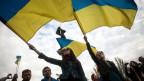 Pro-ukrainische Unterstützer an einer Kundgebung in Donetsk.
