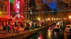 Nachtleben in Amsterdam: Der Nachtbürgermeister von Amsterdam sagt: Ein lebendiges Nachtleben trägt dazu bei, dass junge Menschen in der Stadt wohnen.