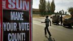 Eine Aufforderung, wählen zu gehen: «Mach, dass deine Stimme zählt» steht auf einem Plakat in Soweto.