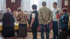 In Slawjansk stehen die Menschen an, um an der Abstimmung teilzunehmen.
