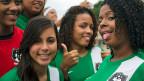 Mitglieder einer Frauenfussball-Mannschaft an der Copa Poblar in der Favela Santa Marta in Rio de Janeiro, am 27. April 2014.
