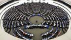 Sitzungssaal des EU-Parlaments in Strassburg. Für den EU-Parlamentsbetrieb arbeiten etwa 2000 junge Leute aus allen Ländern der EU als Assistentinnen und Assistenten von EU-Parlamentariern.