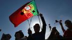 Mit dem Brüsseler Geld seien einige Leute sehr reich geworden. Aber viel davon sei nicht dort angekommen, wo es hätte ankommen müssen, sagt eine junge Portugiesin.