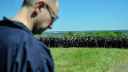 Der ukrainische Übergangspräsident Arsenji Jazenjuk bei Truppen der ukrainischen Armee in der Nähe von Slawjansk.