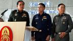 Links General Prayuth Chan-ocha, neben ihm weitere Angehörige der thailandischen Armee.