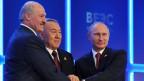 Weissrusslands Präsident Lukaschenko, der kasachische Präsident Naserbajew und der russische Präsident Putin gründen die Eurasische Union. Ein historischer Schritt?