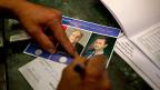 Wen er oder sie wohl wählt? Die grosse Huldigung des syrischen Präsidenten Bashar al-Assad, hier in  einem Wahllokal in Damaskus.