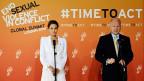 US-Schauspielerin Angelina Jolie und der britische Aussenminister William Hague eröffner die internationale Konferenz für ein Ende der sexuellen Gewalt an Frauen in Kriegen in London.
