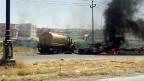 Die brennenden Fahrzeuge vor der Kulisse von Mosul gehören der irakischen Armee.