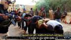 Die Terrorgruppe «Islamischer Staat im Irak und in Syrien Isis» bedroht gefangene irakische Soldaten in Zivilkleidung, nördlich von Bagdad, Irak am 15. Juni 2014.