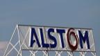 Das Logo des französischen Energie-und Verkehrskonzern Alstom auf dem Dach des Firmenwerks in Reichshoffen in der Nähe von Haguenau, Frankreich.