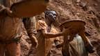 Goldgräber in einer Goldmine in der Nähe des Dorfes Kobu im Nordosten von Kongo. Symbolbild.