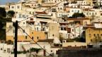 Noch bis vor zwei Jahren stellten die Albaner fast die Hälfte der Inselbewohner, heute sind es noch etwa 20 Prozent. Sicht auf Ioulis, Hauptstadt der Insel Kea, Griechenland.