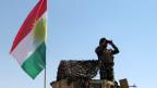 Das Umland von Kirkuk ist Kampfzone. Ein Mitglied der kurdischen Sicherheitskräfte auf einem Militärfahrzeug in Kirkuk, Irak, am 14. Juni 2014.