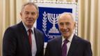 Israels Präsident Shimon Peres (rechts) mit Tony Blair, Vertreter des Nahost-Quartetts in Jerusalem am 30. Januar 2014.