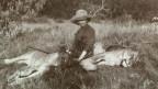 Die dänische Schrifstellerin und Farm-Managerin Karen Blixen auf Safari, 1914.