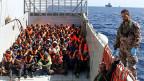 Von der italienischen Marine gerettete Bootsflüchtlinge.