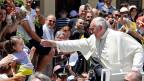«Mafia-Mitglieder sind nicht in Gemeinschaft mit Gott. Sie sind exkommuniziert». Das sagte Papst Franziskus am 21. Juni anlässlich seines Besuches in Süditalien.