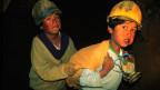 Viele Kinder in Bolivien müssen aus finanzieller Not heraus schon früher arbeiten als im offiziell erlaubten Alter von 14 Jahren. Bild: Bolivianische Kinder in der Minenstadt Potosi.