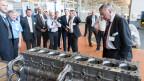 Die SVP-Fraktion auf Besuch in einem Industriebetrieb. (Archiv)