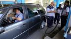 Das Benzin ist teurer geworden an den Zapfsäulen in Kairo.