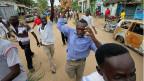 Wütende Bewohner der Stadt Hindi im Osten Kenias demonstrieren, nachdem es neun Tote gegeben hat.